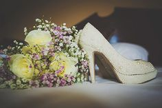 Must take a photo like this with my bouquet and lace converse
