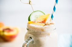 This smoothie will help you burn fat and lose water weight thanks to the cucumbers and flax meal. You'll love this sweet pre-workout treat for only 116 calories! Peach Smoothie Recipes, Cucumber Smoothie, Yummy Smoothies, Breakfast Smoothies, Smoothie Diet, Breakfast Calories, Healthy Diet Plans, Healthy Foods To Eat, Healthy Snacks