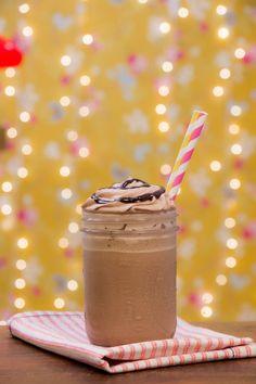 Para começar 2015 com o pé direito, uma refrescante e deliciosa receita de Frappuccino de Chocolate! Divirta-se! Fotografia: Paulo Cuenca Food Styling: Danielle Noce