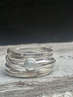 Idylliz; Zilveren ring met maansteen.