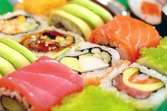 sushi for lunchMom received a selection coming from Belt Sushi along with Move, but it now acting to buy meals. within an asain emphasize. I Love Sushi Fish Recipes, Asian Recipes, Healthy Recipes, Delicious Recipes, Beef Recipes, I Love Food, Good Food, Yummy Food, Yummy Treats