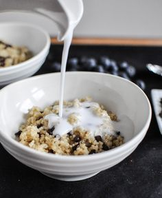 Chocolate Chip Blueberry Breakfast Quinoa I howsweeteats.com