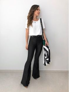 Blusa-Belle-Off- Look Office, Office Looks, Work Fashion, Fashion Looks, Fashion Outfits, Ropa Semi Formal, Stylish Outfits, Office Outfits, Professional Outfits