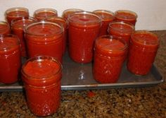 How to make homemade canned tomato paste, from fresh tomatoes - easy and illustrated! Cant wait for dinner. Tomato Paste Recipe, Homemade Tomato Paste, Homemade Pickles, Canning Vegetables, Canning Tomatoes, Canning Food Preservation, Preserving Food, Preserving Tomatoes, Canned Food Storage