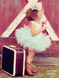 tutu and cowgirl boots..how cute!