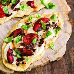 Flatbread with Tomatoes, Ricotta and Anchovies Flatbread Recipes, Pizza Recipes, Wine Recipes, Seafood Recipes, Meatless Recipes, Meal Recipes, Freeze Pizza Dough, Grilled Short Ribs, Anchovy Recipes