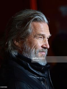 """actor Jeff Bridges arrives for the British Premiere of his latest film 'TRON: Legacy' a sequel to the 1982 Disney video-game adventure """"TRON"""" in London's Leicester Square on December Get premium, high resolution news photos at Getty Images Jeff Bridges, Lloyd Bridges, Grey Hair Men, Long Gray Hair, Older Mens Long Hairstyles, Dull Hair, Portraits, Male Face, Silver Hair"""