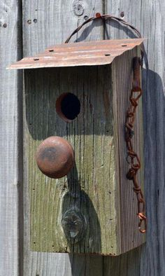 When it comes to birds, avid watchers know that you can never have too many bird houses in your yard. Birds appreciate these items during the nesting and migration seasons, which can just about cover the entire year in some areas. Bird House Feeder, Rustic Bird Feeders, Bird House Plans, Birdhouse Designs, Birdhouse Ideas, Bird Houses Diy, Birds And The Bees, Bird Boxes, Door Knobs
