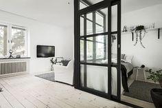 Interior Decorating for Small Apartments Condo Living, Apartment Living, Living Spaces, Smart Home Ideas, Crystal Room, Tiny Apartments, Interior Decorating, Interior Design, Small Studio