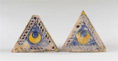 Musée d'Ecouen. Deux carreaux ECL12864a; ECL... Vers 1507. SIENNE (origine). Carreau de revêtement, majolique.