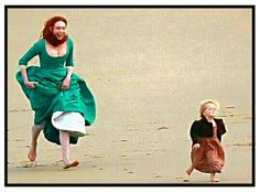 Eleanor Tomlinson and Aidan Turner seen filming the fourth series of Poldark on the Cornish coastline on September 2017 in Cornwall. Poldark Tv Series, Bbc Poldark, Poldark 2015, Demelza Poldark, Ross Poldark, Poldark Season 4, Ross And Demelza, Netflix, Aidan Turner Poldark