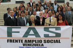 Líderes sociales del Frente Amplio Social (FAS) acudieron a las instalaciones del Palacio Legislativo para solicitar a la Asamblea Nacional que se continúe el juicio político contra Nicolás Maduro y se declare el abandono del cargo. En ese sentido, el miembro del FAS y dirigente nacional de Voluntad Popular, diputado Rafael Veloz, indicó que Nicolás Maduro ha abandonado el cargo al ...