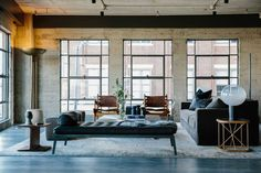 Marmol Radziner Designs A Loft in Los Angeles' Arts District (Design Milk) Apartamento Loft Industrial, Modern Industrial, Industrial Living, Industrial Bedroom, Vintage Industrial, Industrial Design, Loft Spaces, Living Spaces, Living Rooms
