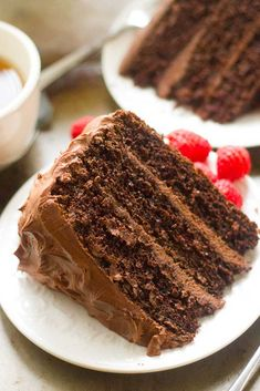 Chocolate Mocha Layer Cake Recipe This Chocolate Mocha Layer Cake is without a doubt, this is the best chocolate cake I've ever made! It is perfectly moist, fluffy, and packed with chocolate and coffee flavor. Brownie Desserts, Oreo Dessert, Mini Desserts, Coconut Dessert, Chocolate Mocha Cake, Vegan Chocolate, Moka, Layer Cake Recipes, Dessert Recipes