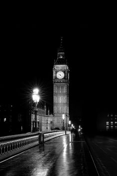 The best awesome black and white wallpaper photography for iPhone: London & Big Ben Black And White Picture Wall, Black And White Wallpaper, Black And White Pictures, White Art, Victorian London, Vintage London, London Winter, London Christmas, Big Ben