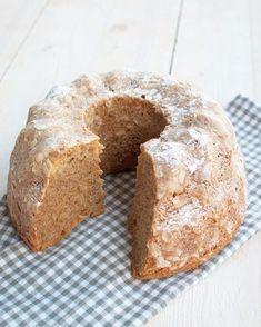 Deze tulband met speculaas en amandel smaakt fantastisch bij een kop koffie of een mok thee. Stiekem ook lekker als ontbijt. Laat het buiten maar stormen. Macaron Flavors, Macaron Recipe, Loaf Cake, Pound Cake, Bundt Cakes, Rum Cake, Holiday Cookies, Macarons, Cake Cookies
