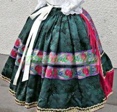 Hungarian Girls, Costumes Around The World, Hungarian Embroidery, Folk Costume, Traditional Dresses, Hungary, Art Decor, Folklore, Skirts