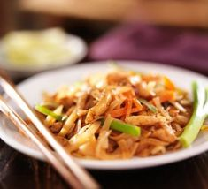 Famous Pad Thai More Noodle Dishes!: Pad Thai Gai - Stir-Fried Thai Noodles with Chicken) Noodle Recipes, Thai Recipes, Asian Recipes, Cooking Recipes, Oriental Recipes, Supper Recipes, Chinese Recipes, Cooking Ideas, Lunch Recipes