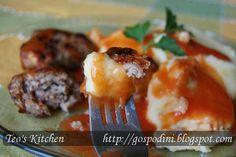 Piure de cartofi cu usturoi | Retete usoare & retete ilustrate Romanian Food, Baked Potato, Potatoes, Chicken, Meat, Baking, Ethnic Recipes, Kitchen, Cooking