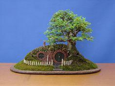 『ロード・オブ・ザ・リング』のホビットの家を再現した「ホビット穴盆栽」