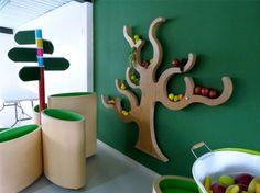 FUN4FIT [ IDENTIDAD DE MARCA · ESPACIOS COMERCIALES ]  Durante el 2011, desarrollamos este trabajo de ceros. Es un Centro de Estilos de Vida Saludable en Bogotá, para niños entre 4 y 14 años. Realizamos la creación del logotipo, su ambiente de marca con los impresos que la acompañan y paralelamente diseñamos los espacios interiores del centro. ¡Usamos mucho, mucho color! Todo el concepto del centro pasó por nuestras manos, incluyendo señalética y mobiliario.
