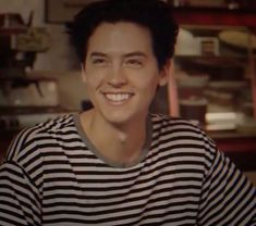 Cole Sprouse Hot, Cole Sprouse Jughead, Dylan Sprouse, Bughead Riverdale, Riverdale Funny, Riverdale Memes, Cole Sprouse Lockscreen, Cole Sprouse Wallpaper, Dylan Y Cole