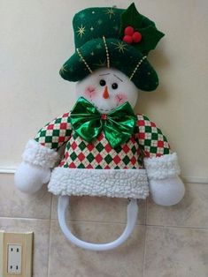Stephy García Ferrer's media content and analytics Christmas Elf Doll, Christmas Chair, Christmas Sewing, Primitive Christmas, Christmas Tree Toppers, Christmas Stockings, Christmas Crafts, Christmas Ornaments, Victorian Christmas Decorations