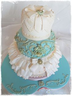 Vintage Wedding cake for Cakes and Sugarcraft project by deborah hwang