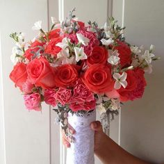 CBR146 Riviera Maya weddings / Bodas bouquet with coral white grey / ramo con rosas coral, rosas, y follaje gris