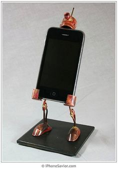 Great robot: iPhone holder #iPhone