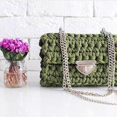 Осень, осень🍁🍁🍁, ну давай у листьев спросим... 🎼🎼🎼 Сумочка цвета хаки, по-моему, отлично впишется к любому осеннему наряду.🍂😉 Цена 3000₽, доставка по РФ 350₽. •••••••••••••••#Po_Letta #вязаныйклатч #вязанаясумка #клатч #сумка #ручнаяработа #стиль #мода #handmade #kniting #knitbags #knitclutch #bag #clutch #style #fashion #bags #russia #instagram #краснодар #сочи #crochet #crocheting #tshirtyarn #трикотажнаяпряжа #сумки #crochetbag #girl #вязание #екатеринбург #стиль #мода