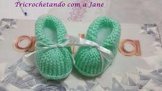 Sapatinho botinha fofinho – Tricrochetando com a Jane Knitted Booties, Knit Shoes, Baby Booties, Crochet For Kids, Crochet Baby, Knit Crochet, Baby Slippers, Baby Patterns, Baby Knitting