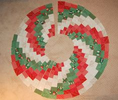 Happy Christmas in July! I'm Heather from Heather Kojan Quilts. I'm excited to share this tutorial for a super fun Peppermint Swirl Christmas Tree Skirt! Start now and you'll have it done way befor. Rustic Christmas Tree Skirts, Xmas Tree Skirts, Christmas Tree Skirts Patterns, Christmas Crochet Patterns, Christmas Sewing, Christmas Fabric, Christmas Projects, Holiday Crafts, Crochet Ornaments