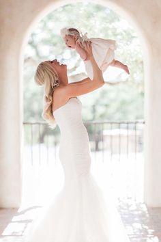 Die Braut mit Ihrem kleinen Schatz. #Hochzeit #Hochzeitsfotografie Photography : Amanda Hartfield