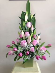 Best Beautiful Flowers Arrangement Ideas For Your Wedding - Life Hack Altar Flowers, Church Flower Arrangements, Funeral Arrangements, Church Flowers, Beautiful Flower Arrangements, Funeral Flowers, Silk Flowers, Beautiful Flowers, Wedding Flowers