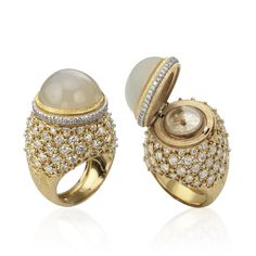 Ring of Time by Buccellati. MATERIALS: YELLOW GOLD, WHITE GOLD, MOONSTONE, DIAMONDS