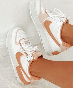 Dr Shoes, Cute Nike Shoes, Swag Shoes, Cute Nikes, Hype Shoes, Shoes Sneakers, Nike Custom Shoes, Shoes Pic, Vans Custom