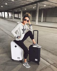 """Polubienia: 19.6 tys., komentarze: 198 – CHRISTINE ANDREW (@hellofashionblog) na Instagramie: """"Off to Costa Rica ✈️ So excited for the beach and jungle! Any suggestions of must sees? Outfit…"""""""