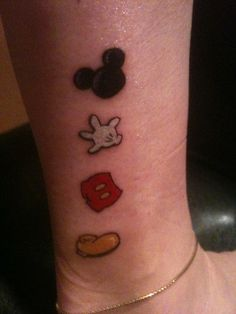 Mickey mouse tattoos are a great way to preserve the magic of the childhood presented by Walt Disney since 1928 and connect with your inner child. Disney Tattoos Klein, Disney Tattoos Quotes, Disney Tattoos Small, Cool Small Tattoos, Tattoos For Women Small, Cool Tattoos, Tattoo Quotes, Tattoo Disney, Tatoos
