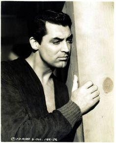 Cary Grant in The Talk of the Town, 1942 Up The Movie, Old Movie Stars, Classic Movie Stars, Classic Movies, Hollywood Actor, Golden Age Of Hollywood, Classic Hollywood, Old Hollywood, Hollywood Stars