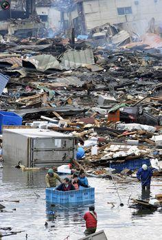 The Japan Earthquake and Tsunami Aftermath Japan Earthquake, Earthquake And Tsunami, Tornados, Tsunami No Japão, Tsunami 2011, Natural Phenomena, Natural Disasters, Psychic Predictions, Extreme Weather