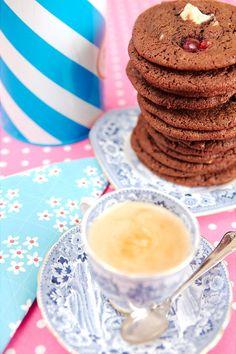 Chokladkakor med körsbär och vit choklad Sweet Cherries, Cherry, Breakfast, Food, Morning Coffee, Essen, Meals, Prunus, Yemek