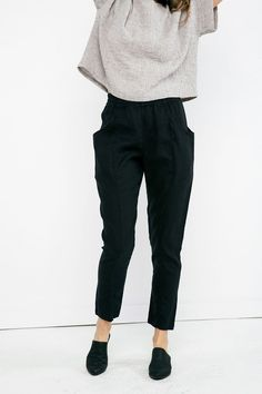 Clyde Work Pant in Midweight Linen – Elizabeth Suzann Gossip Girl, Pantalon Cigarette, Vogue, Linen Pants, Mode Inspiration, Work Pants, Cute Outfits, Work Outfits, Sewing Tutorials