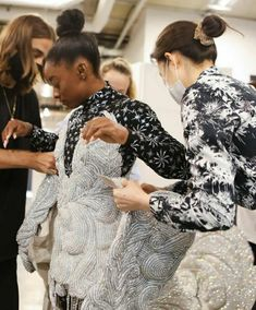 Simone Biles, Dresses With Sleeves, Queen, Celebrities, Long Sleeve, Fashion, Moda, Celebs, Sleeve Dresses
