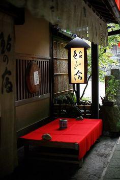 Old style inn, Kyoto, Japan: photo by Osamu Uchida.