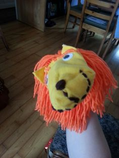 Lion sock puppet Puppet Toys, Sock Puppets, Puppet Show, Hand Puppets, Activities For Kids, Crafts For Kids, Arts And Crafts, School Projects, Projects To Try