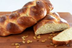 Sweet Easter Bread (great tutorial on how to braid bread)