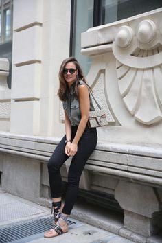 ladyaddict_street_style_military_blouse_reiko_5.jpg (2560×3840)