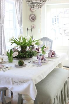 French Daybed Debuts In The Dining Room