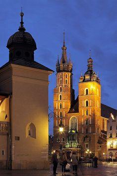 Krakow, Poland.  Kosciol Mariacki.    Basilica of The Blessed Virgin Mary